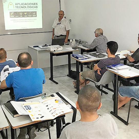 Aplicaciones Tecnológicas imparte formación para instaladores eléctricos autorizados