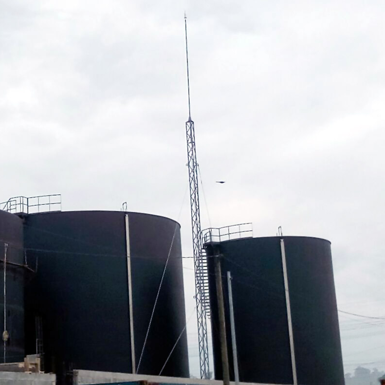 Aplicaciones Tecnológicas protege con sus pararrayos tanques de almacenamiento de aceite en Guatemala